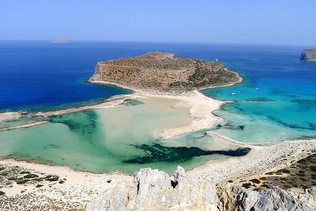 Pláž Balos s tyrkysovým morom.jpg