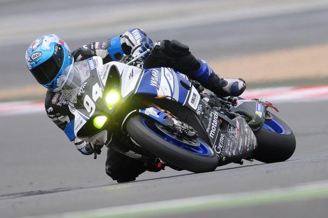 športová jazda na motorke