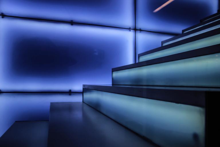 Sklenené schody alebo atraktívny a zaujímavý trend pre dnešné interiéry