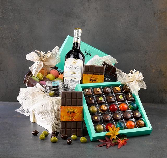 Darčekový košík, čokolády, fľaša